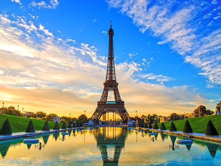 Hà Thiên Galaxy Express chuyên cung cấp các dịch vụ: gửi hàng đi Pháp, chuyển hàng từ Pháp về Việ Nam, mua hộ hàng Pháp, chuyển phát nhanh đi Pháp